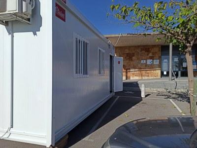 L'Ajuntament de Vilafant col·loca un mòdul al CAP de Vilafant per reforçar l'espai pel seguiment COVID