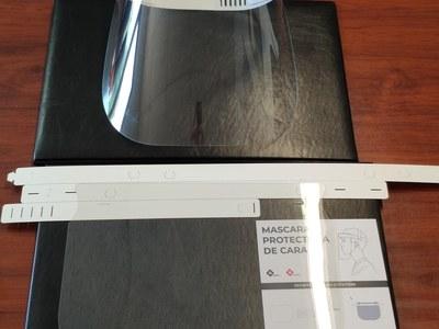 L'empresa osonenca Qprint ha fet un donatiu de 50 pantalles de protecció facial a l'Ajuntament