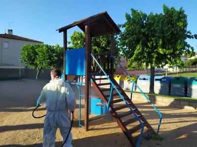 Tasques de desinfecció dels parcs infantils